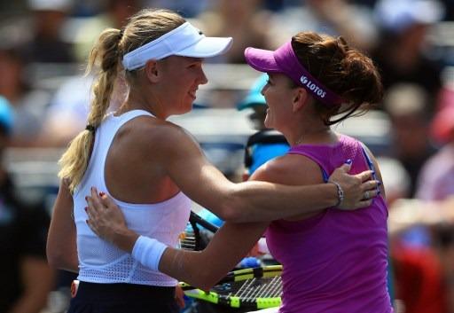 Radwańska i inne tenisistki gratulują Wozniacki