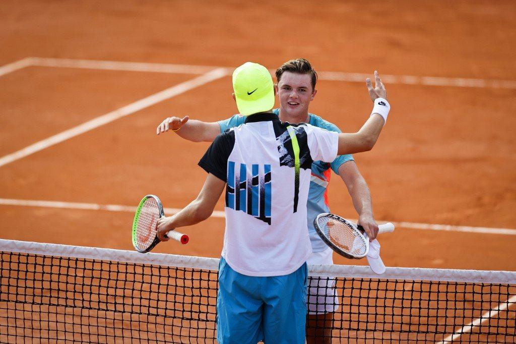 Szwajcarski talent trenował z Federerem