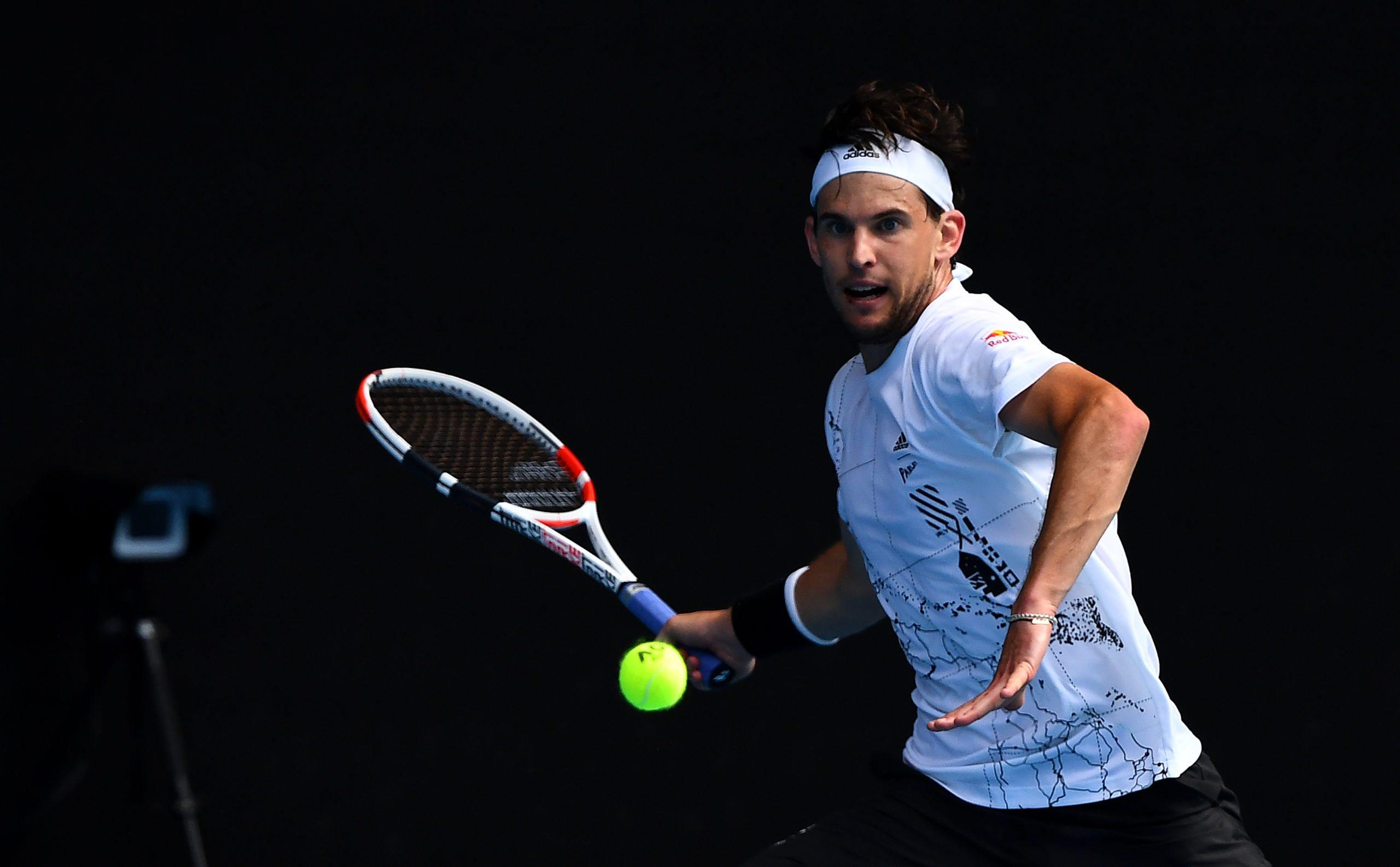 Australian Open. Zwycięstwa Thiema i Wawrinki, Zverev z problemami