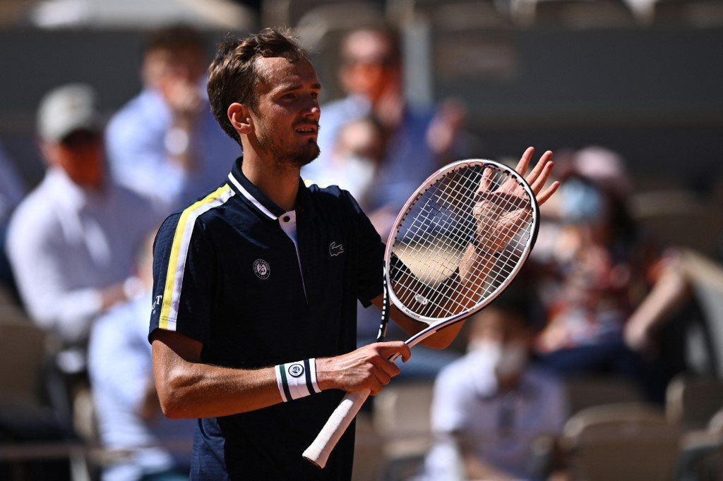 Roland Garros. Pierwsze zwycięstwo Miedwiediewa, trudny bój Sinnera